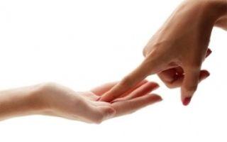 Значение родинки на пальцах правой и левой руки