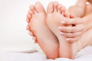 Причины возникновения и удаление мозоли на стопе в домашних условиях